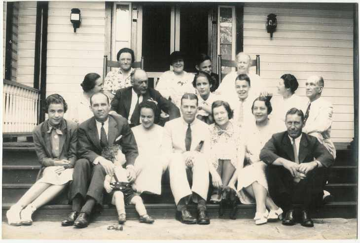 HDFleming 1936 with family A.jpg