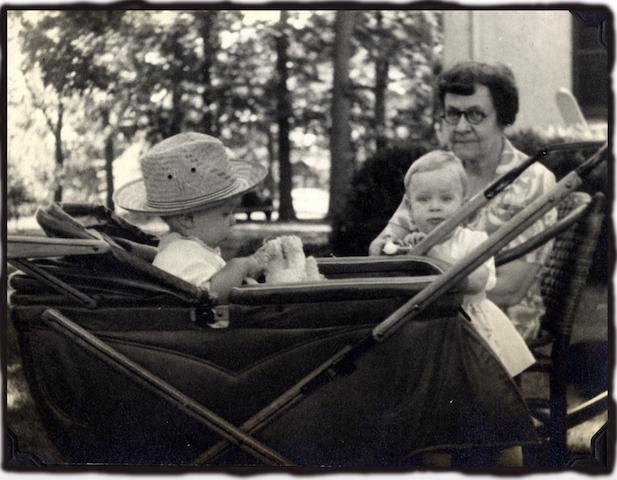 Rob, Roberta and Gran 1944.jpg